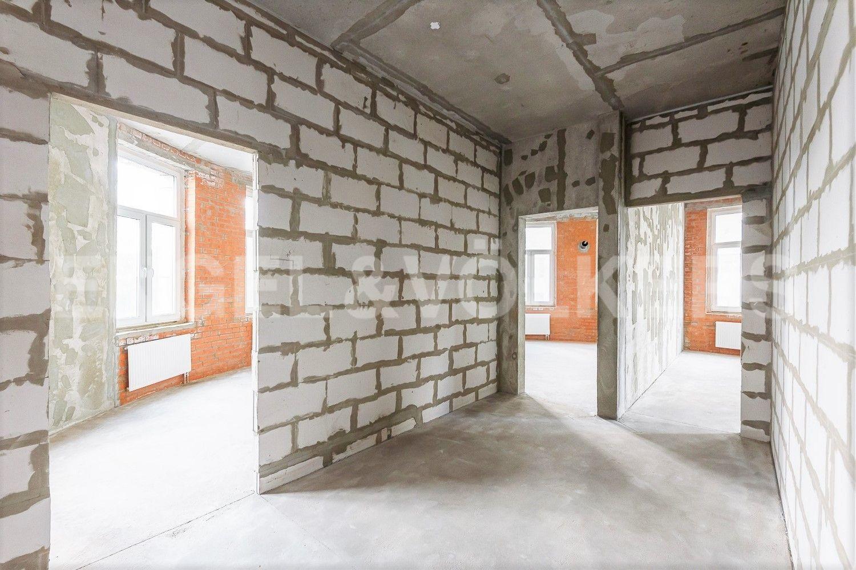 Просторный холл квартиры