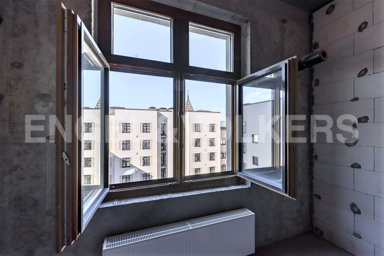 Элитные квартиры в Центральном районе. Санкт-Петербург, Басков пер., д. 2. Вид из спальни во внутренний двор