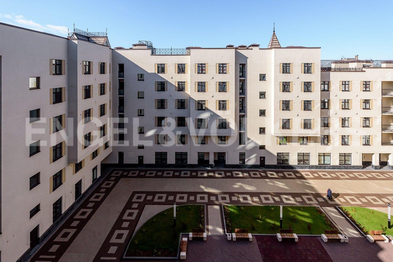 Элитные квартиры в Центральном районе. Санкт-Петербург, Басков пер., д. 2. Закрытый благоустроенный двор