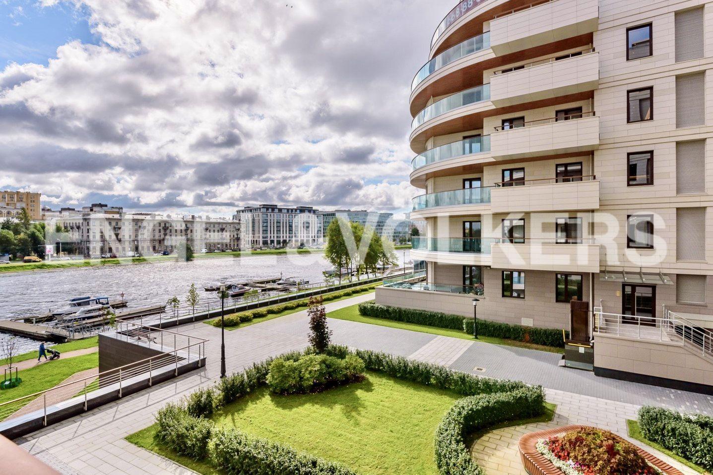 Элитные квартиры на . Санкт-Петербург, ул. Вязовая, 8. Территория комплекса