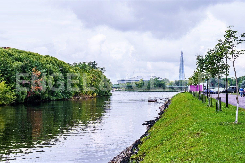 Набережная реки Ждановки у дома