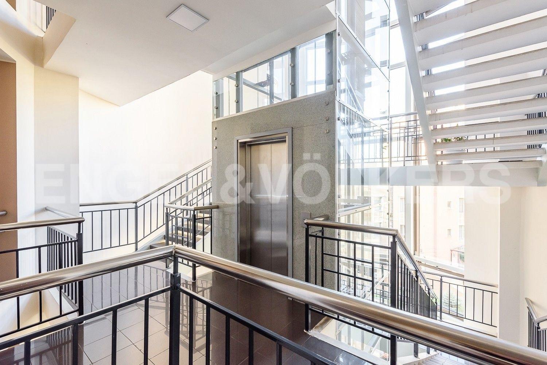 Элитные квартиры на . Санкт-Петербург, Морской пр., 11. Входная группа на этаже