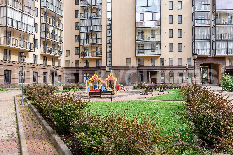 Элитные квартиры в Центральном районе. Санкт-Петербург, Парадная ул., д. 3, к. 2. Детская площадка