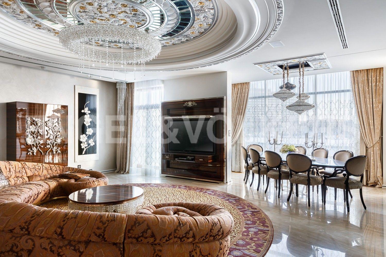 Элитные квартиры на . Санкт-Петербург, пр. Динамо, 4. Гостиная с панорамным видом на реку
