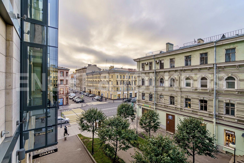Элитные квартиры в Центральном районе. Санкт-Петербург, Невский проспект, д. 152. Вид из окна