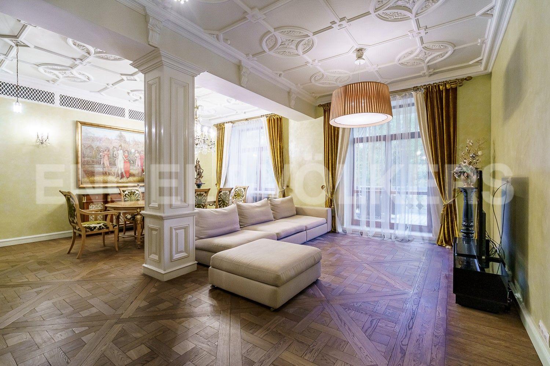 Гостиная пл.51 кв.м. с пространством для приема гостей