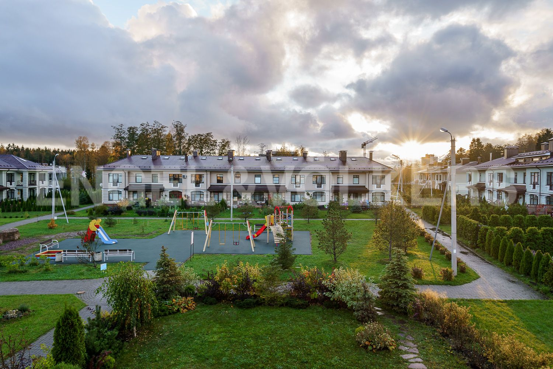 Элитные квартиры в Курортном районе. Санкт-Петербург, Зеленогорское ш. 12, к. 23. Вид с окна на внутренний двор