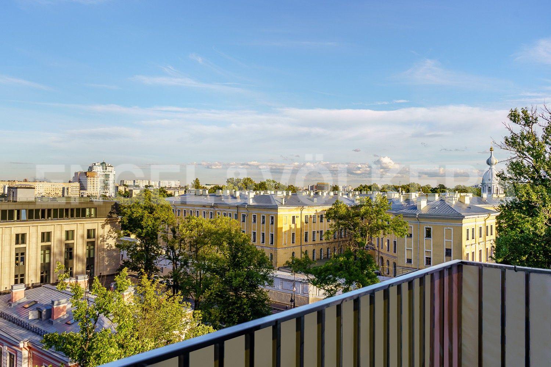 Элитные квартиры в Центральном районе. Санкт-Петербург, ул. Смольного, д. 4, к. 2, лит. А. Вид с балкона в сторону улицы Смольного