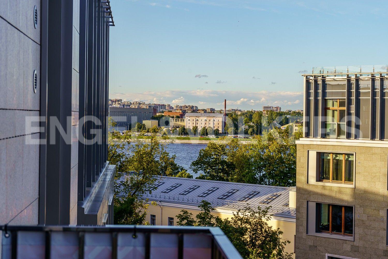 Элитные квартиры в Центральном районе. Санкт-Петербург, ул. Смольного, д. 4, к. 2, лит. А. Вид с балкона в сторону Невы