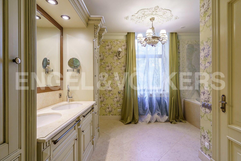 Ванная комната в приватной части квартиры
