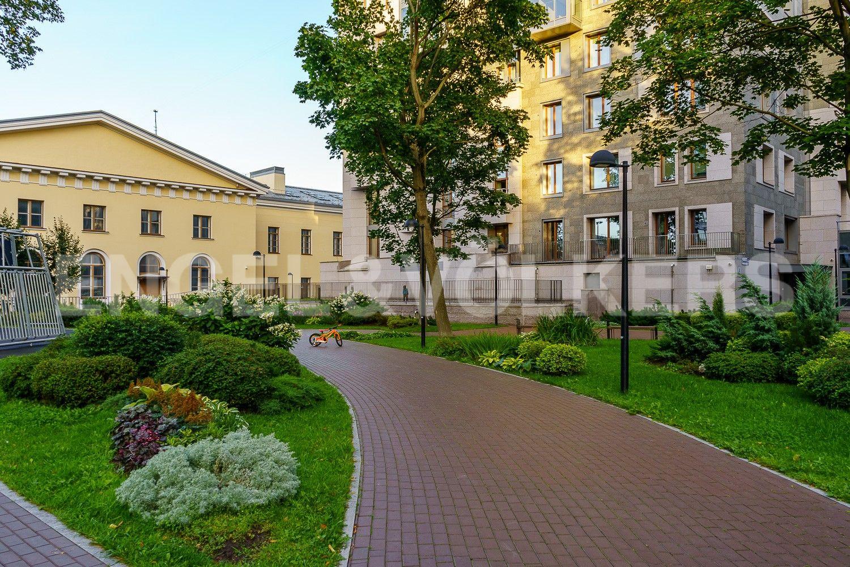 Элитные квартиры в Центральном районе. Санкт-Петербург, ул. Смольного, д. 4, к. 2, лит. А. Прогулочные дорожки рядом с домом