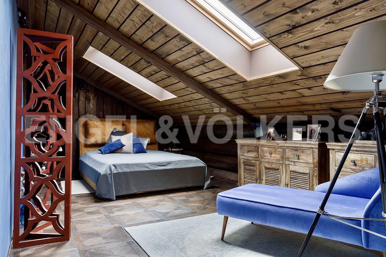 Спальня на 2-м этаже в летней кухне