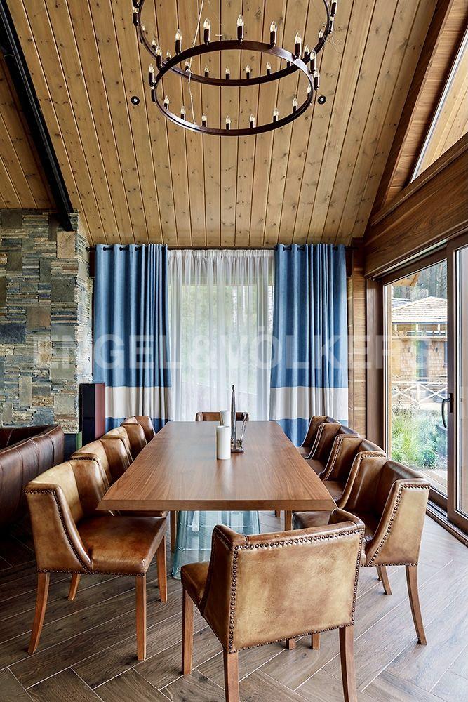 Зона столовой в гостевом доме