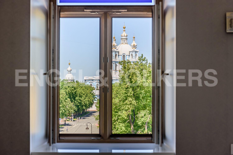 Вид на Смольный собор из окна гостиной