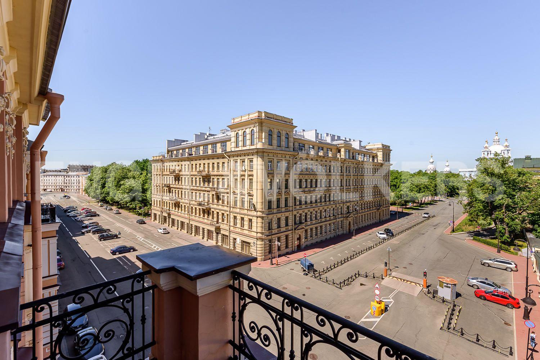 Вид с балкона на Смольный проспект