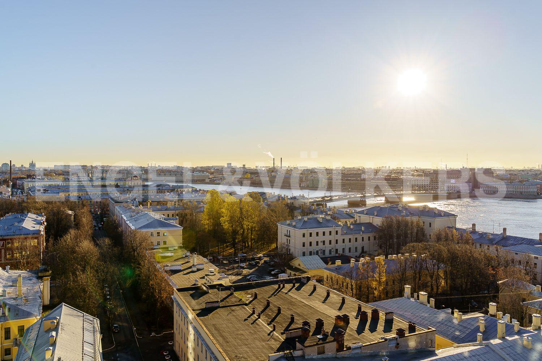 Панорама города из спальни