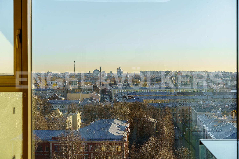 Вид на город из окна второй спальни