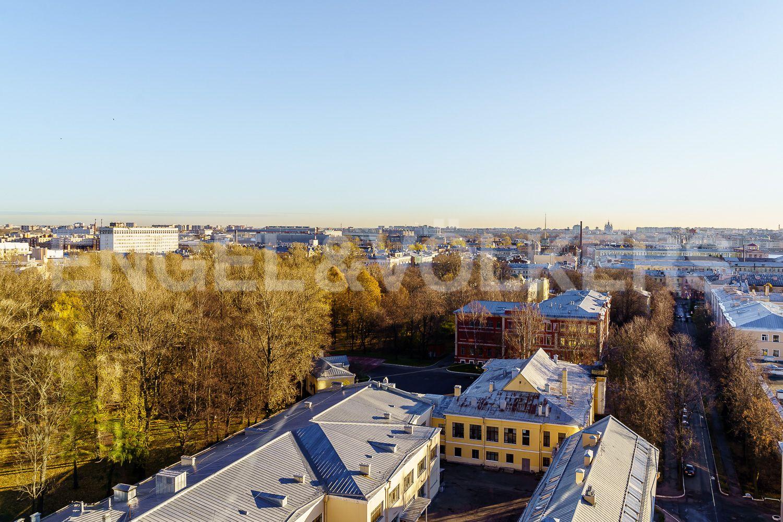 Элитные квартиры в Центральном районе. Санкт-Петербург, Большой Сампсониевский проспект, 4-6. Вид на зелень парка Военно-Медициноской Академии из окна второй спальни