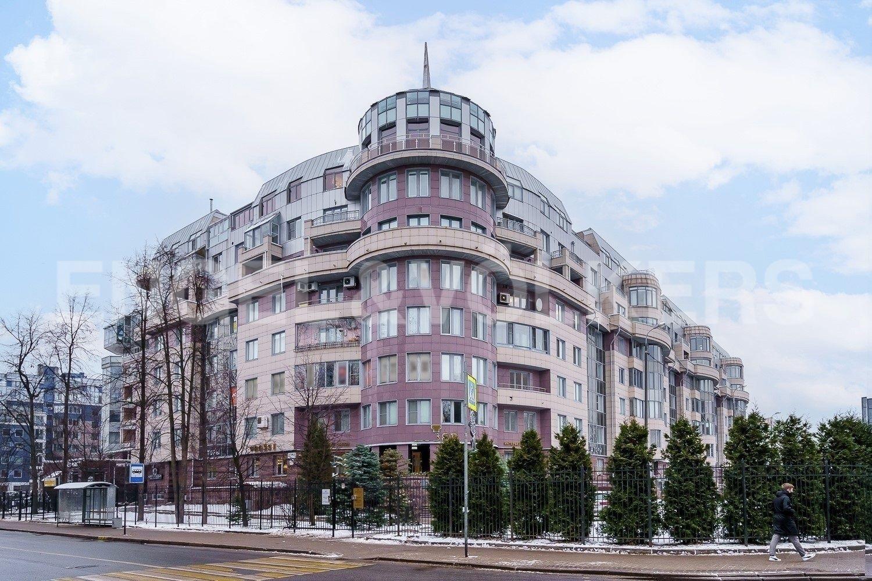 Элитные квартиры на . Санкт-Петербург, Крестовский пр., 15. Фасад