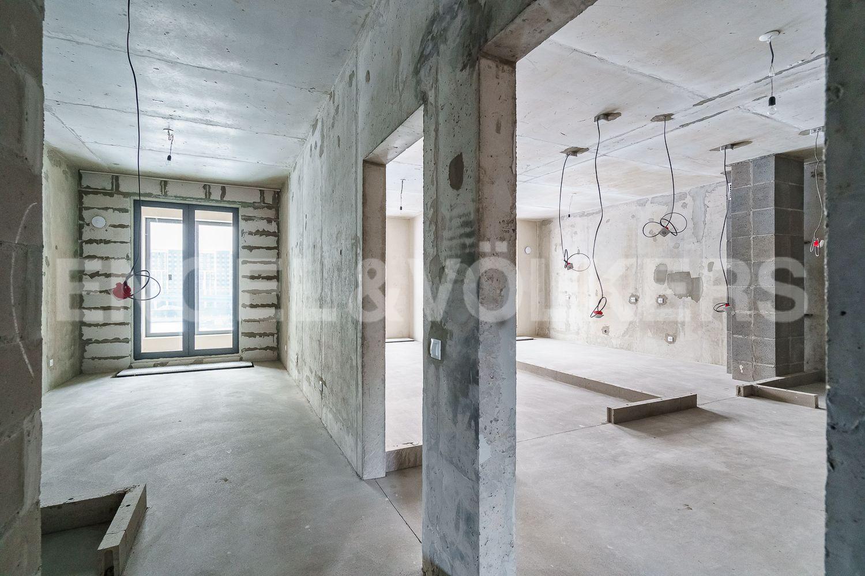 Мастер-спальня с ванной комнатой и видовой лоджией