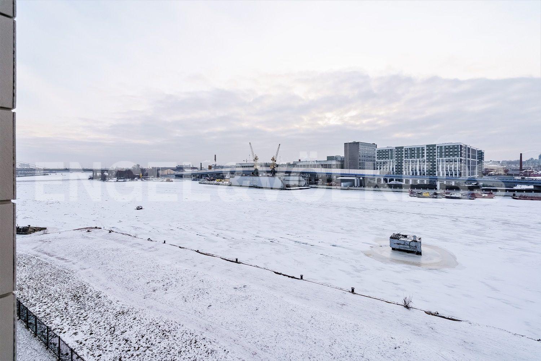 Вид на Малую Неву в зимнее время