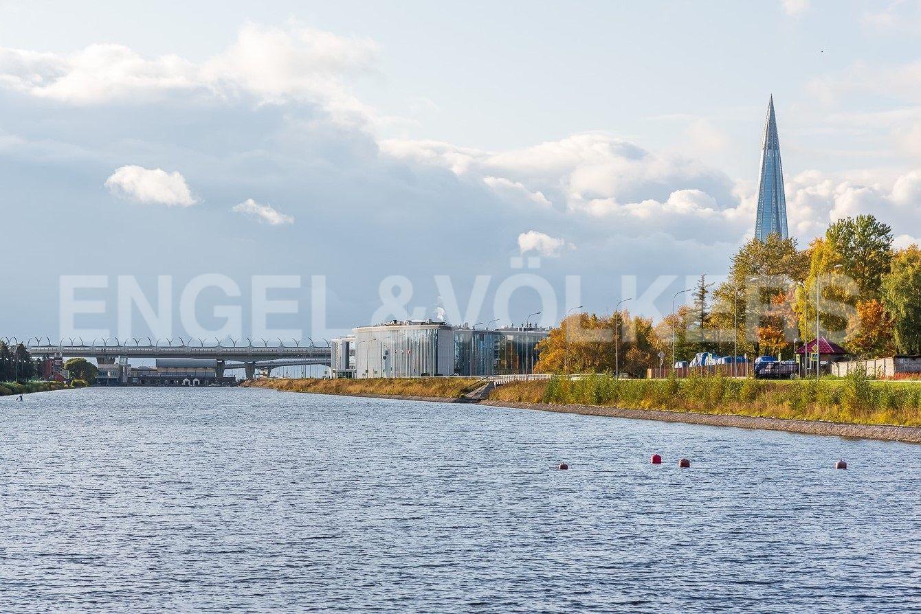 Элитные квартиры на . Санкт-Петербург, наб. Мартынова, 74. Гребной канал в шаге от комплекса