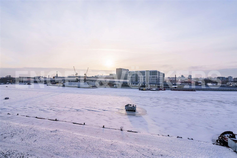 Вид на Малую Невку в зимнее время