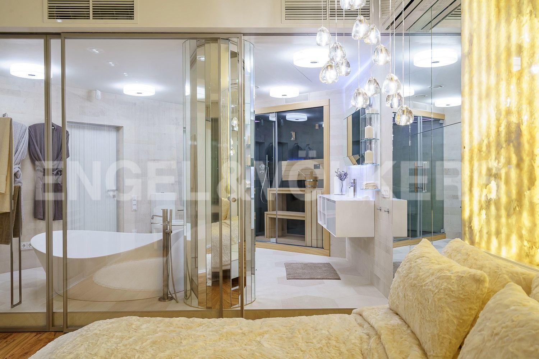 Просторная ванная комната с Финской сауной