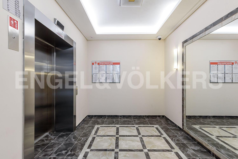 Лифт, спускающийся в Паркинг