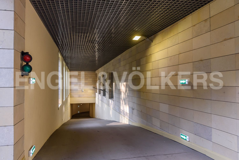 Элитные квартиры в Центральном районе. Санкт-Петербург, ул. Кирочная, 70, строение 1. Въезд в подземный паркинг