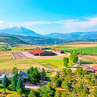 На продажу выставлено роскошное поместье, скрытое в Скалистых горах