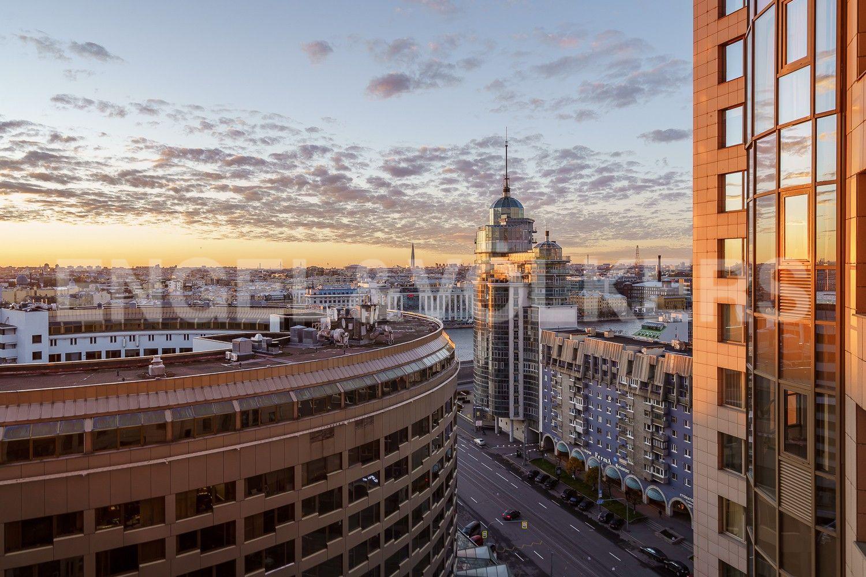 Вид из гостиной в сторону башни Лахта-центр