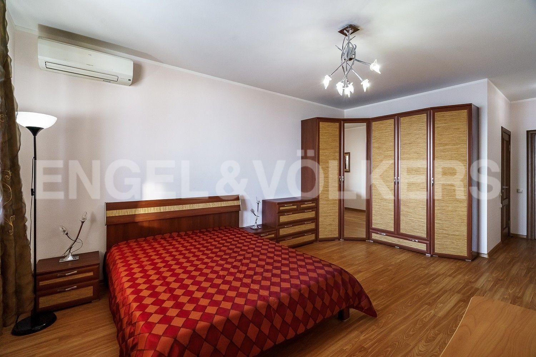 Основная спальня с собственным санузлом