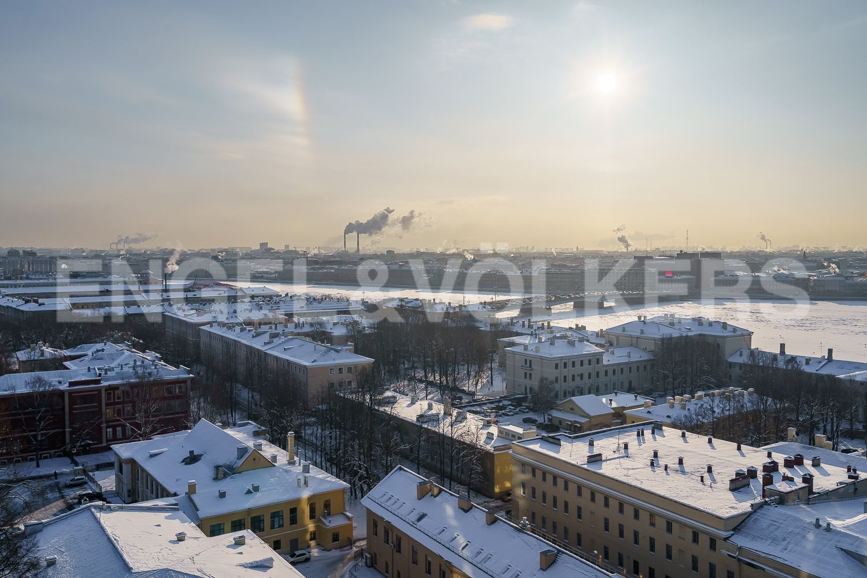 Вид на центр Петербурга с лоджии