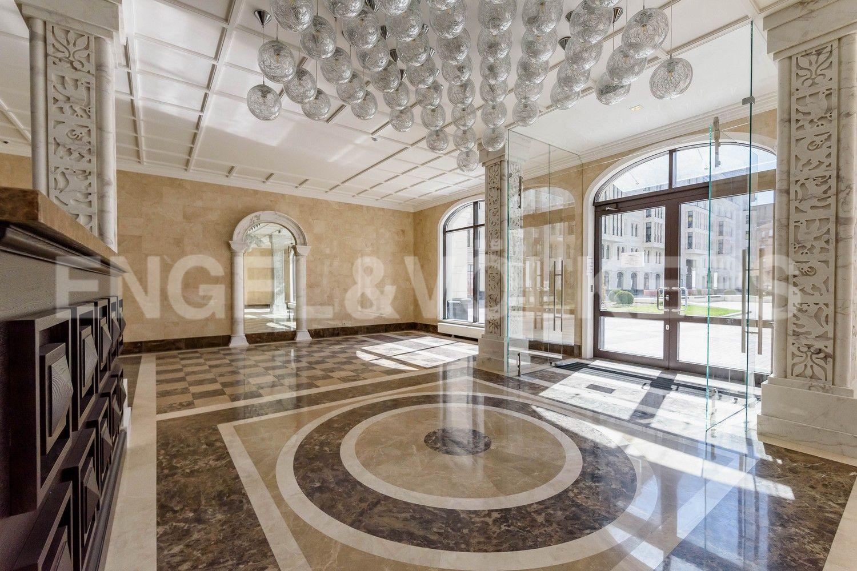 Элитные квартиры в Центральном районе. Санкт-Петербург, Басков пер., д. 2. Входная группа