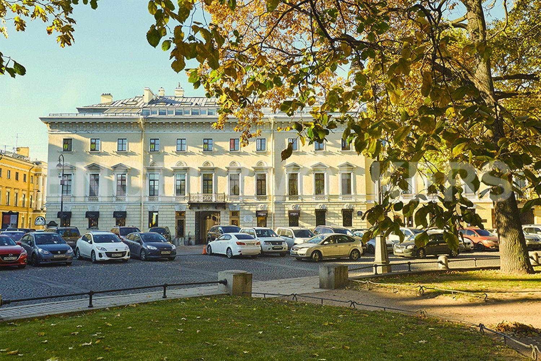 Элитные квартиры в Центральном районе. Санкт-Петербург, пл. Искусств, д. 4. Дом с паркингом на пл. Искусств