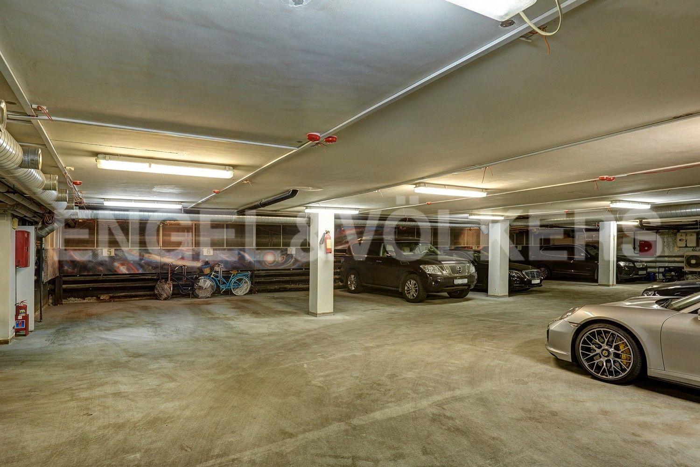 Элитные квартиры в Центральном районе. Санкт-Петербург, пл. Искусств, д. 4. Отапливаемый паркинг