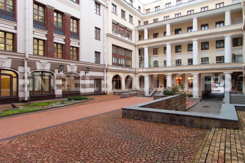 Элитные квартиры в Центральном районе. Санкт-Петербург, пл. Искусств, д. 4. Внутренняя придомовая территория
