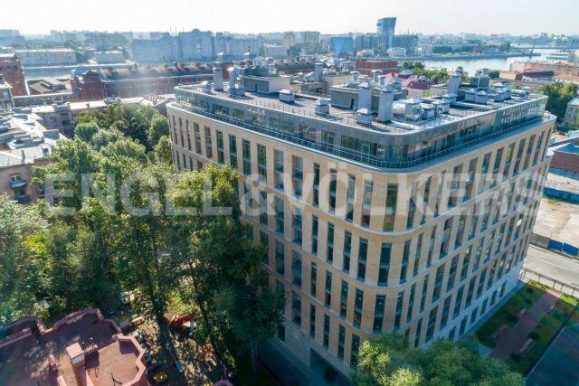 Кирочная, 70 – квартира с видом на воду и панорамным остеклением