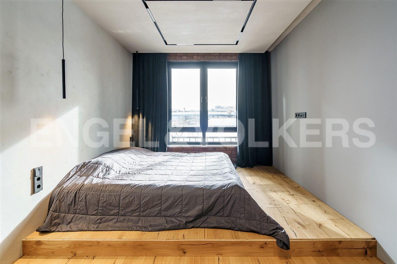 Мастер-спальня с видом на М.Неву