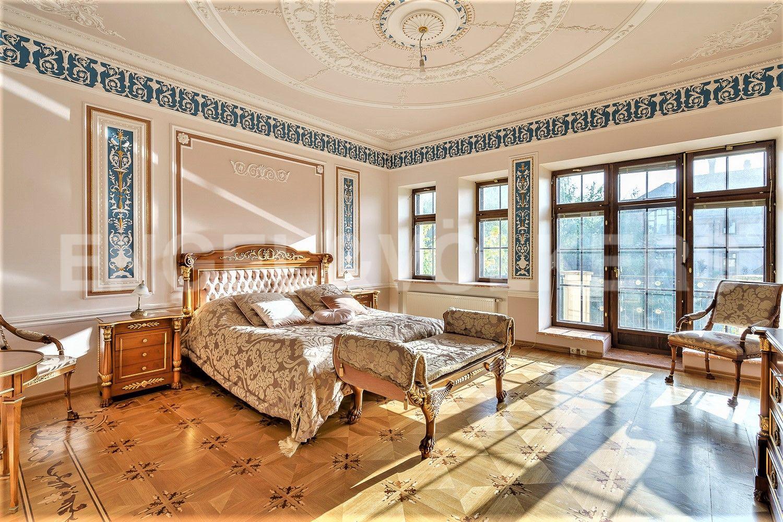 Мастер спальня с ванной комнатой и гардеробом