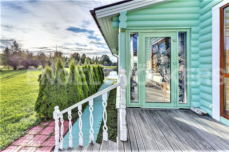Элитные квартиры в Других районах области. Ленинградская область, . Вид с террасы