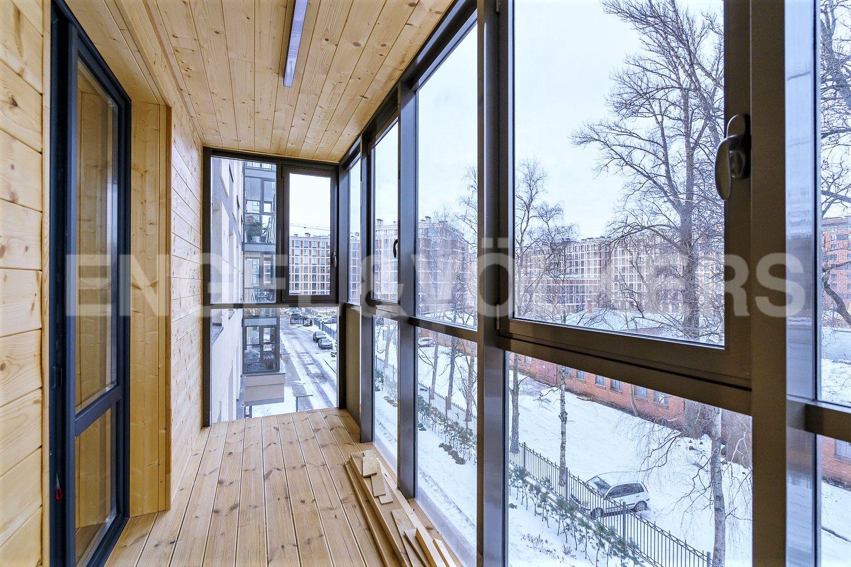 Балкон во внутренний двор