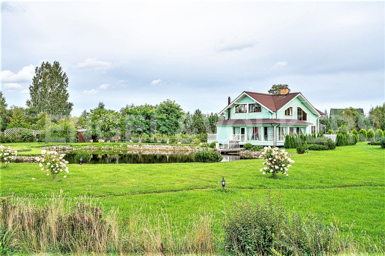 Элитные квартиры в Других районах области. Ленинградская область, . Вид на дом с участка