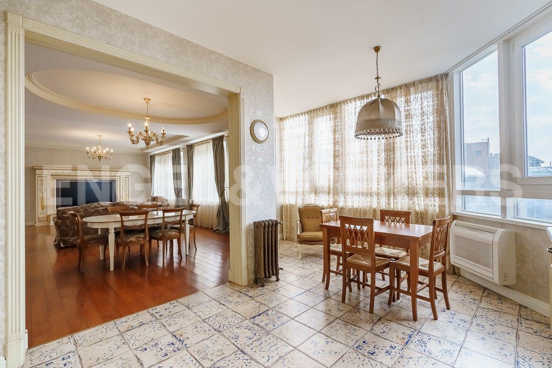 Элитные квартиры на . Санкт-Петербург, ул.Рюхина д.10. Кухня-гостиная