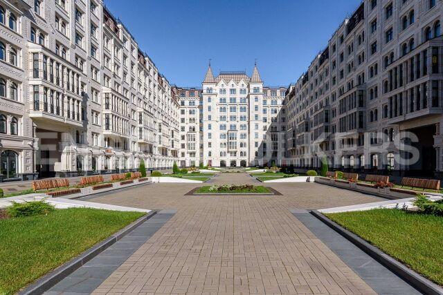 «Русский дом» – престижная и просторная квартира с видом на Басков пер.