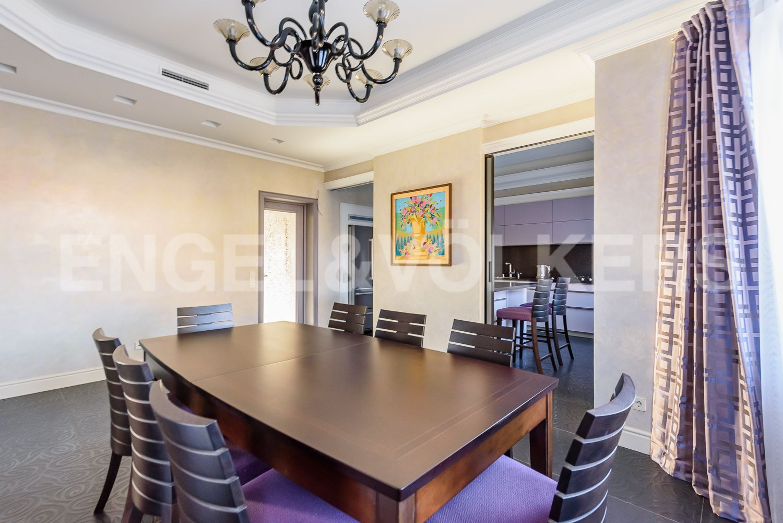 Вид на столовоую и кухонную зону